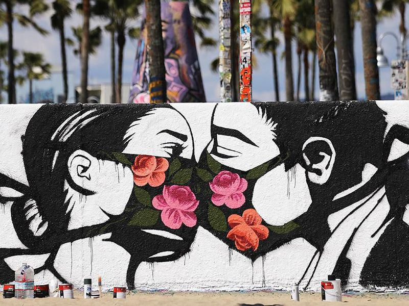 Couple kissing each other (mural)